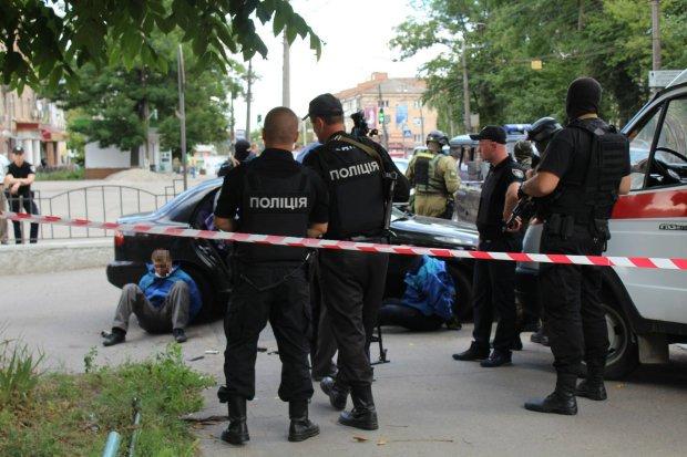Бросил гранату в мирных жителей, среди пострадавших жена: В Ивано-Франковской области задержан военнослужащий ВСУ