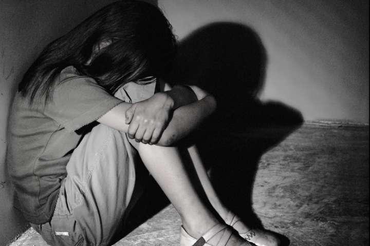 Насиловал больше года: в Днепропетровской области отчим издевался над 14 летней падчерицей