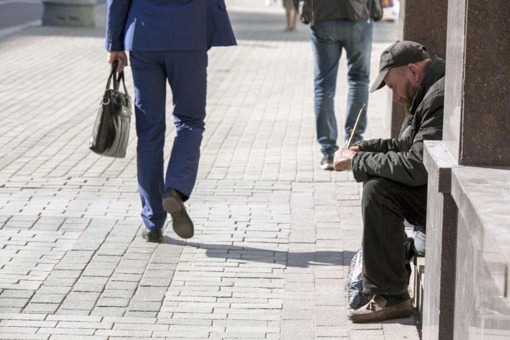 «Отпугивают и смущают Львов»: Садовый предложил решить проблему бездомных в городе