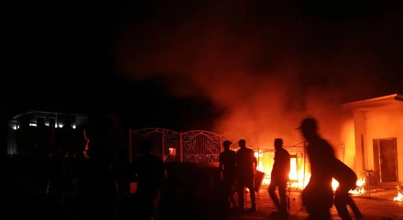 «Я лично стрелял»: Экс-президент устроил стрельбу по силовикам, которые окружили его резиденцию