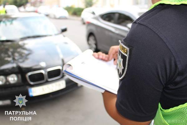 Вышел из авто, упал и начал хрипеть: под Киевом водитель нарушил ПДД и загадочно умер перед копами