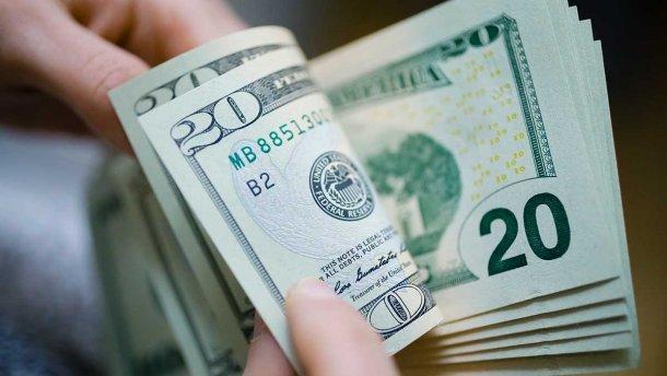 Не спешите продавать доллар: банкиры поделилась неутешительным прогнозом для гривны