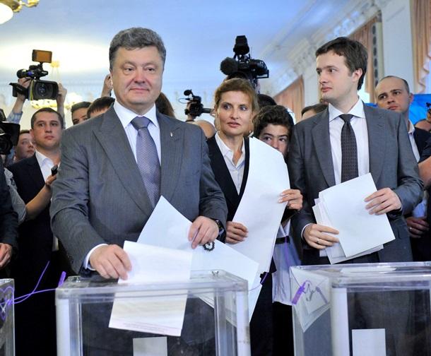 «Когда папа больше не президент» В Сети показали печального Алексея Порошенко. На лице боль и разочарование