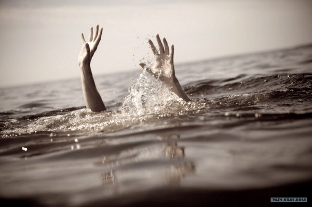 А ребенка не удалось спасти: на Буковине во время купания погиб маленький мальчик