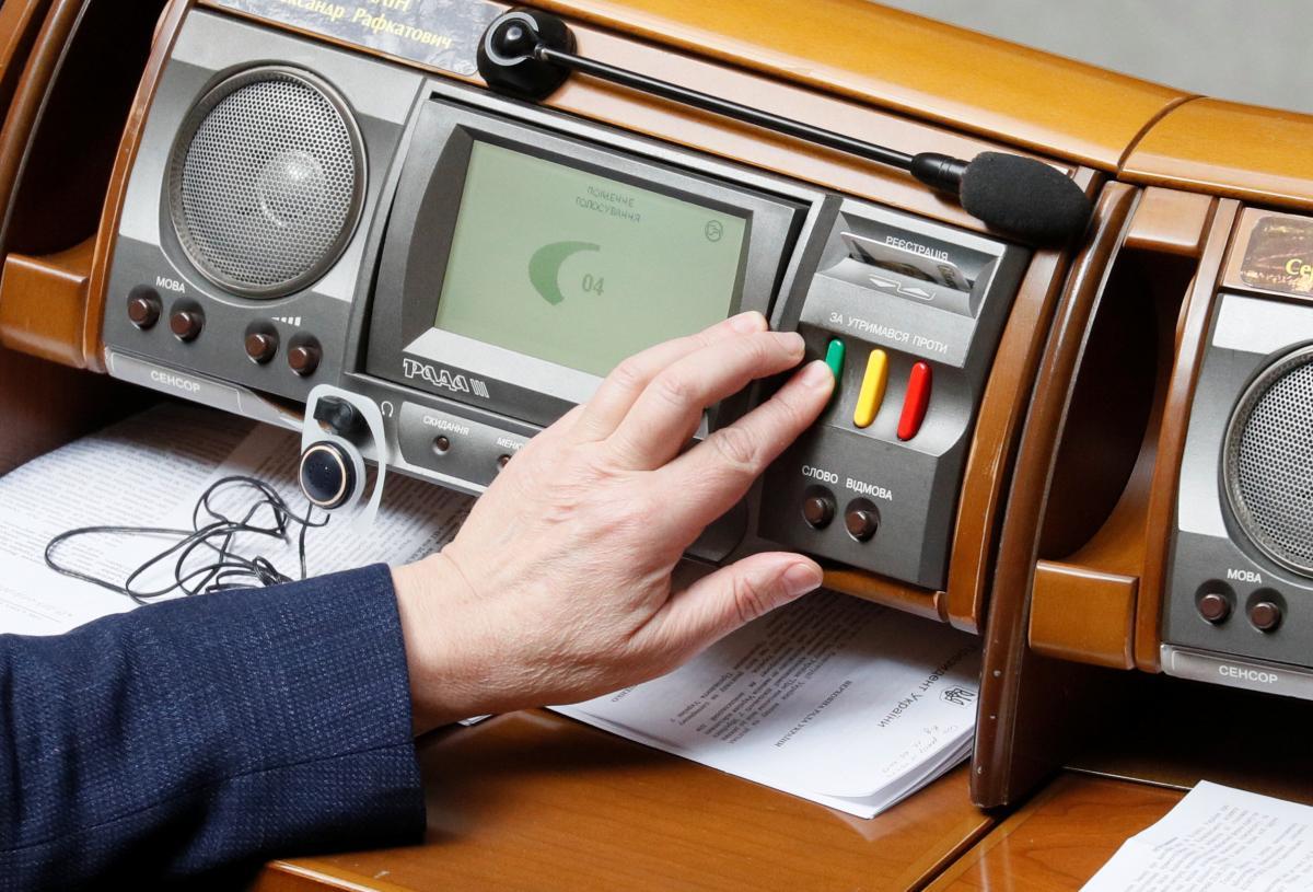 «За отпечатку пальца»: у ВРУ предлагают ввести новые изменения относительно голосования