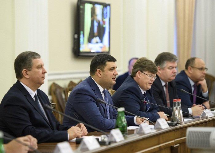 «Живодеры, уничтожают Украину»: Гройсман, Розенко и Рева разозлили украинцев не на шутку. Только одно фото