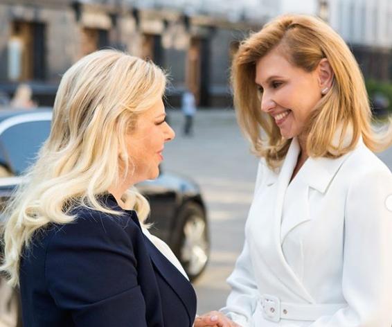 «Она просто космическая»: Елена Зеленская поразила невероятным образом во время встречи с женой Нетаньяху