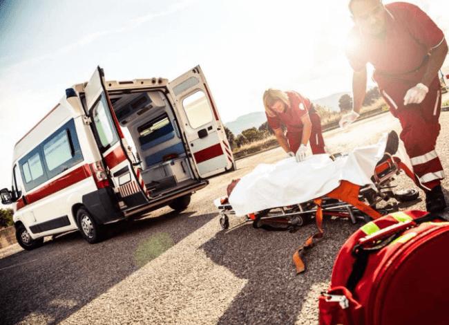 На Львовщине микроавтобус переехал отца с двумя детьми: младенец погиб