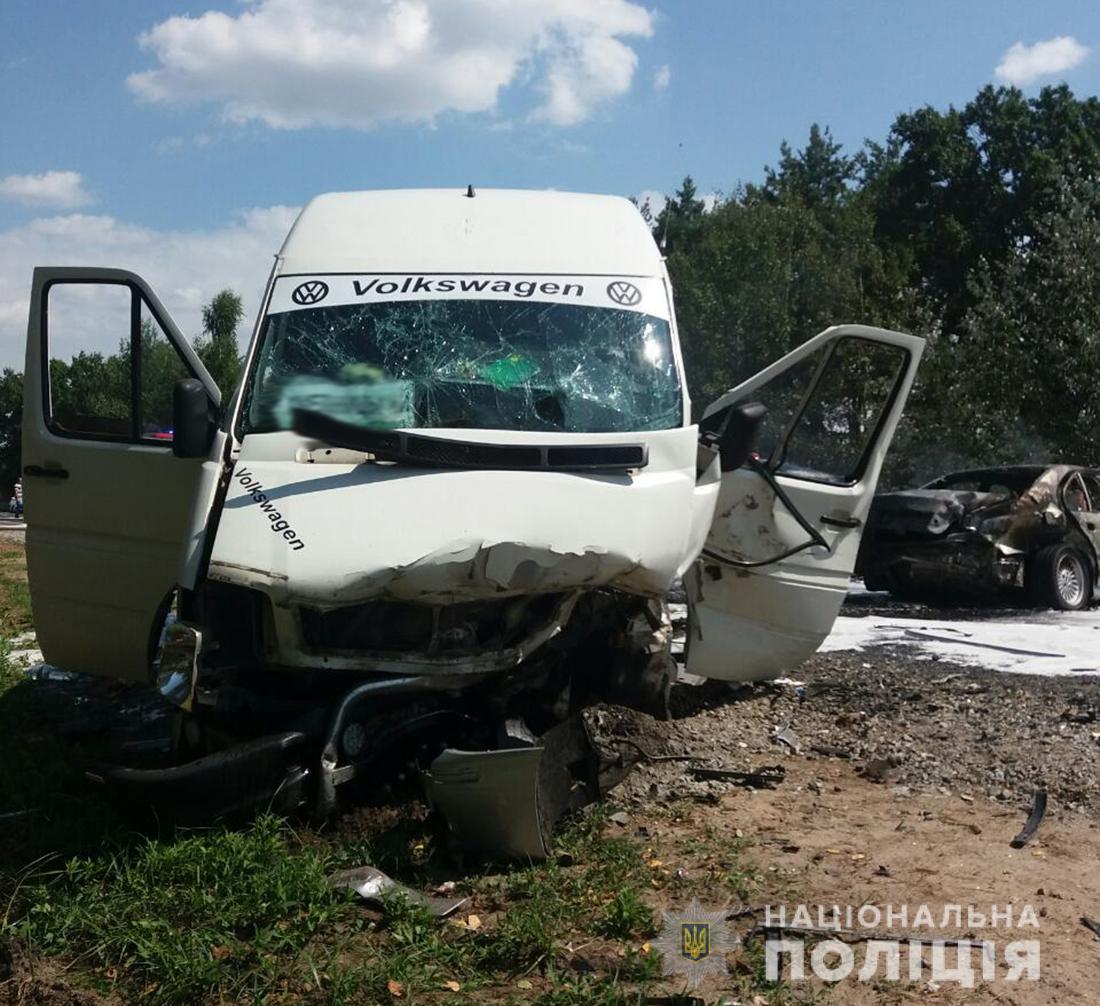При обгоне выехал на обочину: В ДТП под Житомиром пострадали десятки людей