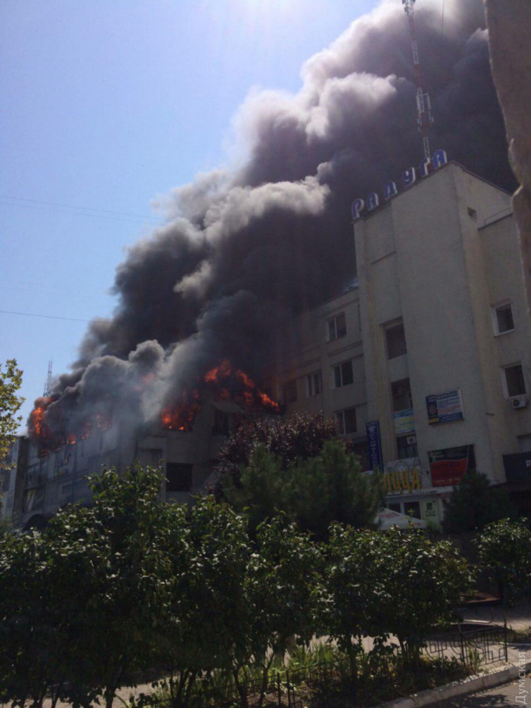 Город накрыли клубы дыма: В Одесской области произошел крупный пожар в детском центре
