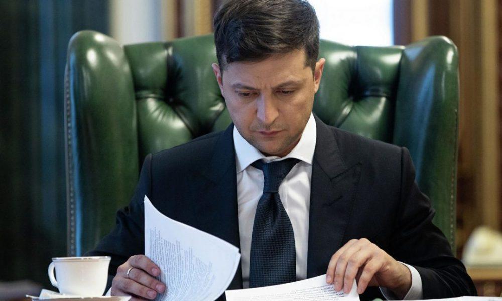 «Одним махом 12 указов об увольнении»: Зеленский снова поувольнял чиновников. Ибновления продолжаются