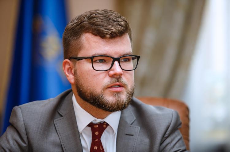 Этого хватило бы на 364 пенсии украинцев: Глава Укрзализныци в 2018 получал 570 000 ежемесячно