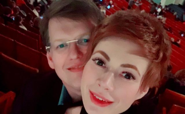 «Не хватает денег на еду»: невеста Розенко ошеломила поклонников худощавою фигурой. Ребра светятся