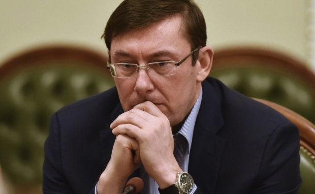 Зеленский прижал Луценко к стене: «Или ты спокойно идешь, или …». Избежать наказания не получится!