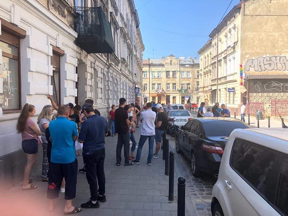«За парковку возле дома платить деньги»: Львовяне возмущены решением Садового и компании