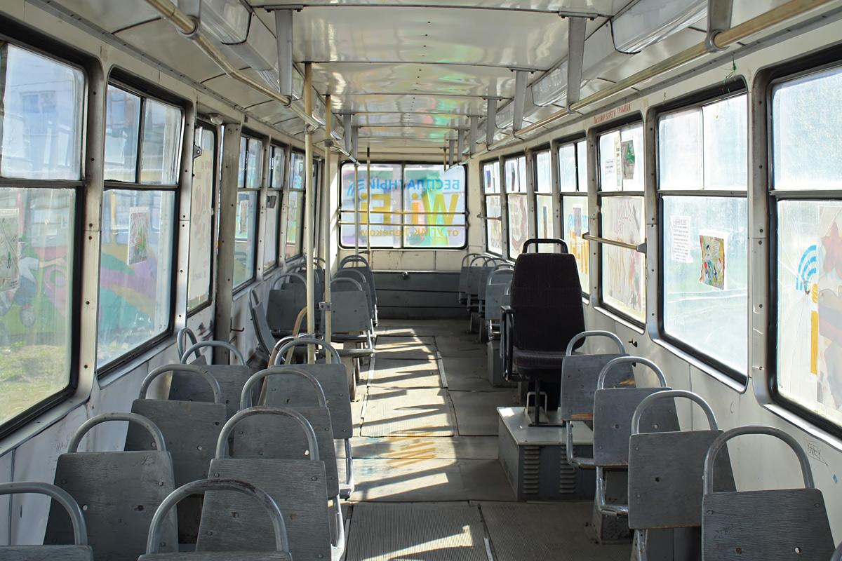 За место для инвалидов: В харьковском трамвае участковый избил 68-летнего пенсионера
