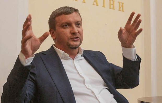 «Водитель министра пытался убежать»: Петренко ездит на автомобиле с фальшивыми номерами