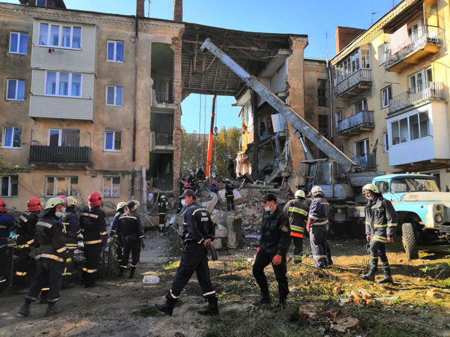 Новая беда: В Дрогобыче упала еще одна плита в обрушенном доме. Людей под завалами до сих пор ищут