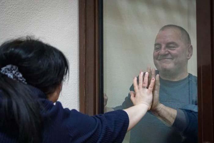 «Изменено на обязательство о явке»: политзаключенного Эдема Бекирова выпустили из СИЗО