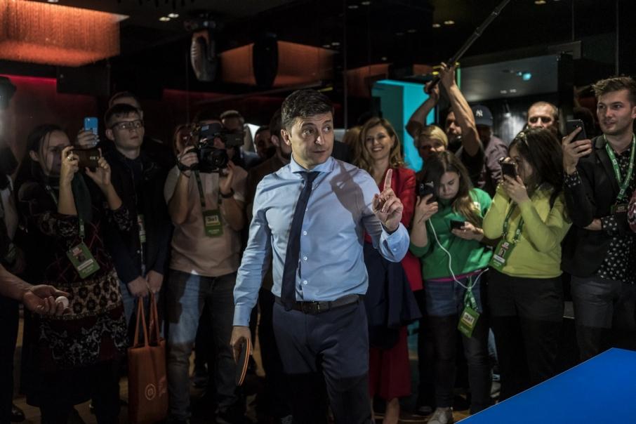 «Уволить побыстрее»: У Зеленского приготовили сюрприз государственным служащим. «Прорывных закон»