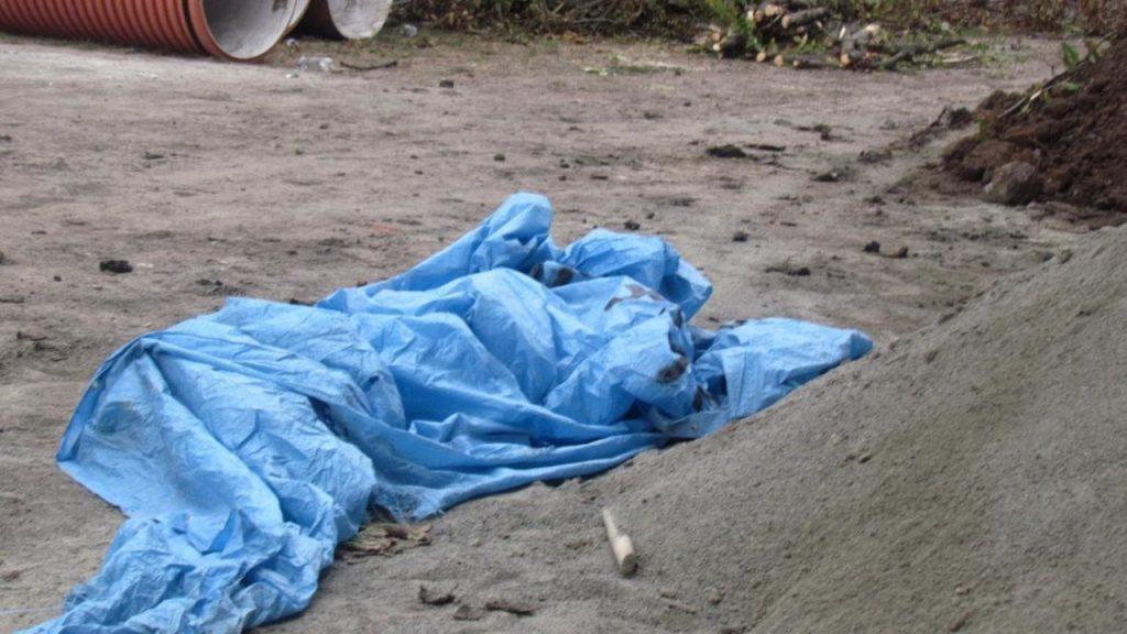 «Изнасиловали и зарезали»: В поле на Винниччине нашли тело молодой женщины. Подозревают маньяка