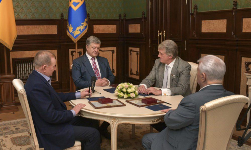 Это сделал Порошенко! Кравчук срочно обратился к Зеленскому … Не действуют!
