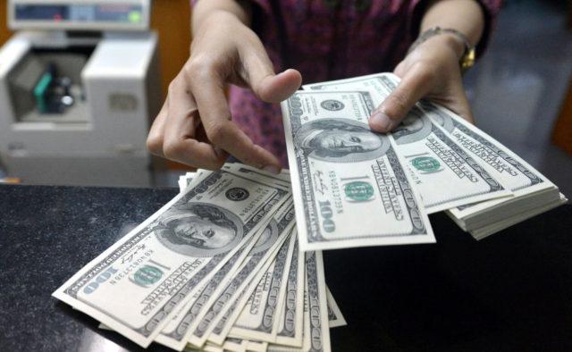 Доллар «добивает» гривну: курс валют на 24 августа. Зеленый снова берет верх