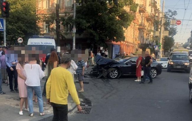 Жуткая ДТП в центре Киева: водитель въехал в толпу. Количество пострадавших увеличилось