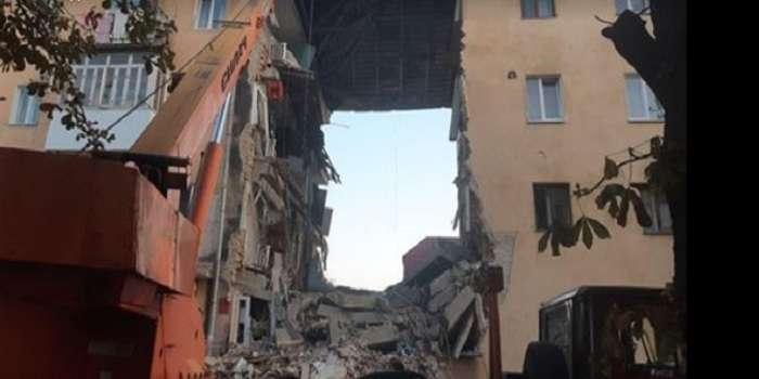 «Рыдает и умоляет спасти его»: В Дрогобыче мальчик из-под заваленного дома сумел выйти на связь