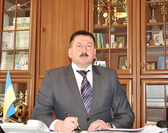 «О конфликте интересов не слышал?»: Городской председатель Яремче 40 раз выписывал премии сыну и невестке