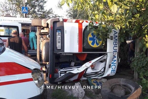 Машина «скорой» превратилась в груду металла: в Днепре произошла страшная ДТП с пострадавшими