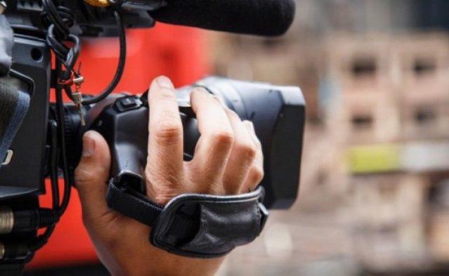 «Камера отдай, у**ок!»: На Харьковщине на журналистов напали во время эфира. Снимали вырубку леса