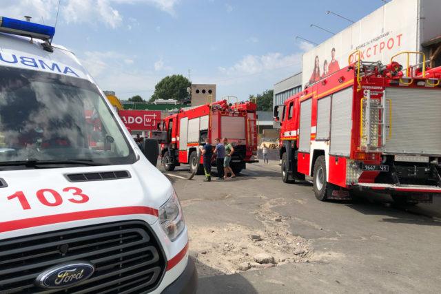Огонь распространился молниеносно:в Киевском ТЦ случилась ужасная катастрофа. Подробности жуткого ЧП