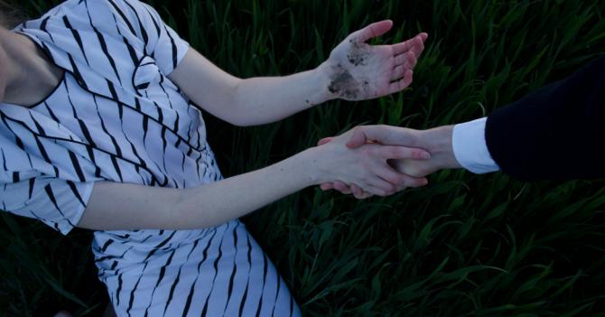 Закрыл ребенку рот рукой и затащил в чащу: На Кировоградщине неизвестный жестоко изнасиловал ребенка