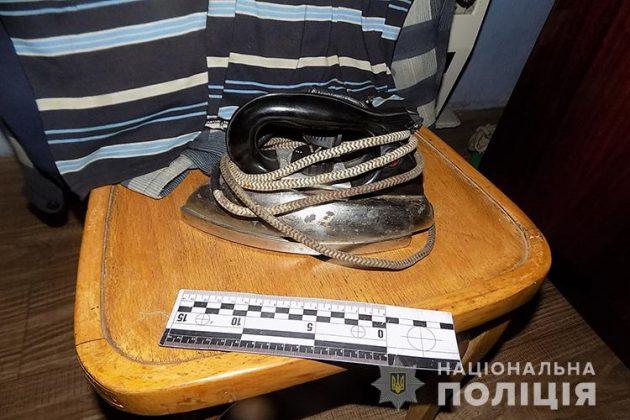 Перед тем еще избили палкой: На Тернопольщине собутыльники пытали знакомого раскаленным утюгом