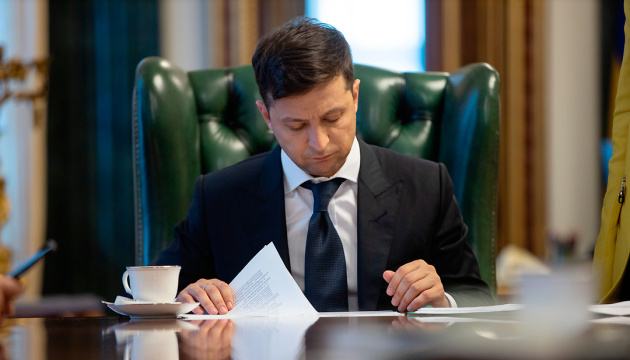 «Головы снова летят»: Зеленский одним махом уволил еще 11 важных чиновников
