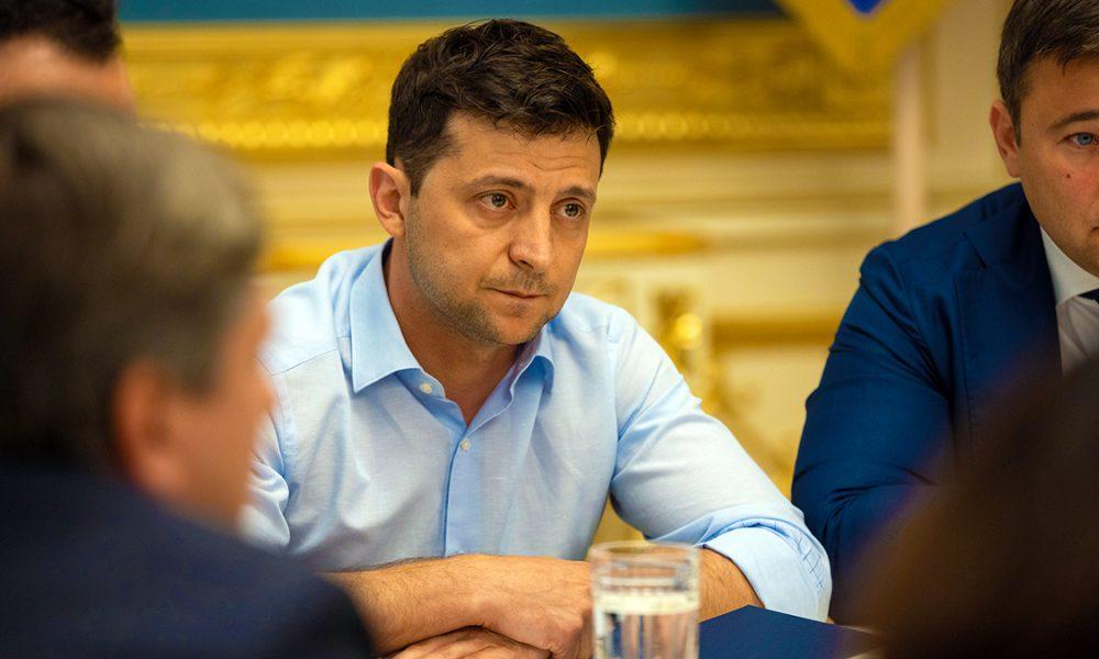 «Будем заниматься решением тех вопросов, которые за 25 лет так и не были решены»: у Зеленского готовят новые изменения в Конституцию
