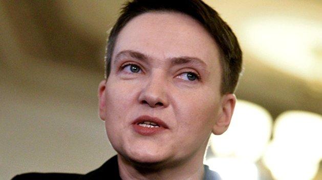 «А почему не поцеловала (съела), как Ляшко?»: в сети высмеяли Савченко из-за фото на поле