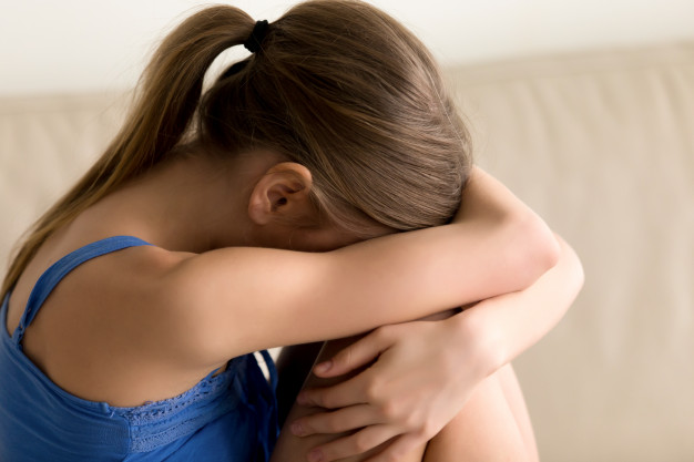 Изнасиловал, перерезал горло и поджег, чтобы замести следы: в Донецкой области жестоко убили 13-летнюю девочку