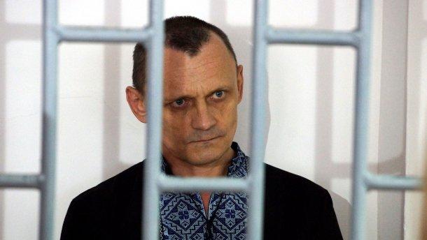 Пакет на голову и ток по телу: освобожденный политзаключенный рассказал о жестоких пытках в России