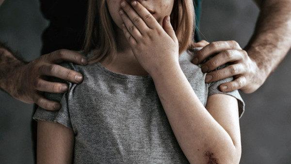 «Из-за него дочь хотела совершить самоубийство»: во Львовской области осудили отца-садиста