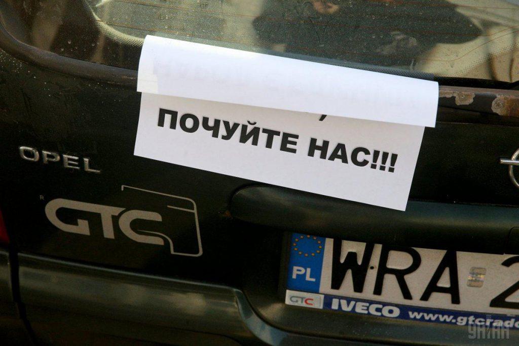 Последняя отсрочка: Зеленский позволил ездить на «евробляхах» без штрафов еще три месяца