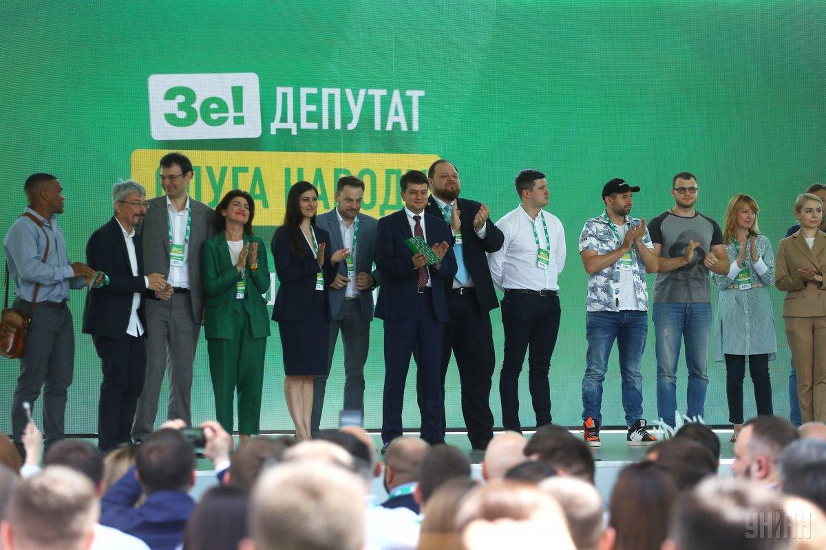 «Мало»: у Зеленского признались сколько зарабатывают слуги народа. «Держитесь …»
