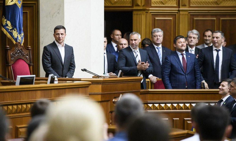 Убрать, уволить, посадить: как у Зеленского хотят наказывать чиновников за коррупцию