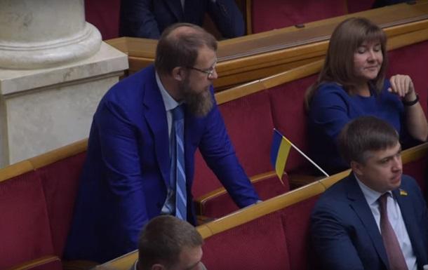 Журналисты поймали депутата новой Рады на кнопкодавстве: история получила скандальное продолжение