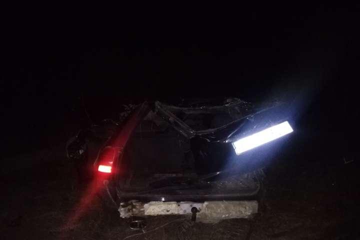 В Хмельницкой области пьяный водитель влетел в электроопору, погибли четыре человека