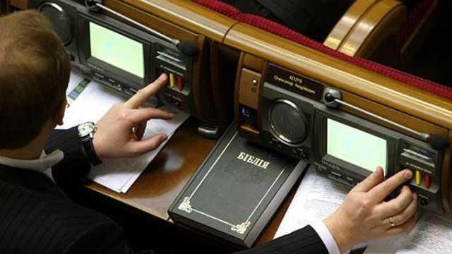 Обещанного три года ждут: В «Слуге народа» передумали лишать мандатов за «кнопкодавство»