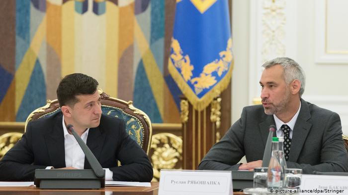 «У ваших руках вся власть. Когда сядет Порошенко?»: Гневное обращение к Зеленскому подорвало Сеть