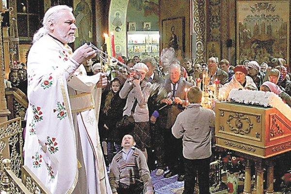 «Насиловал по очереди, а они беременели»: Священник в монастыре жестоко издевался над беззащитными сиротами