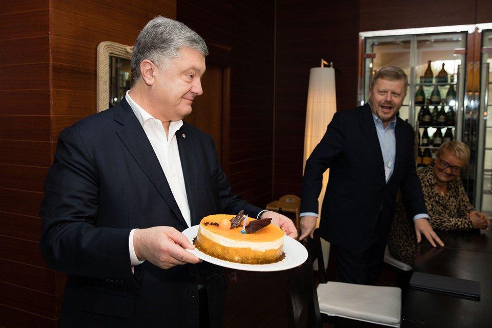 «Традиционно на работе»: Порошенко празднует 54-летие на элитном курорте Польши. С «рошеновским» тортом?